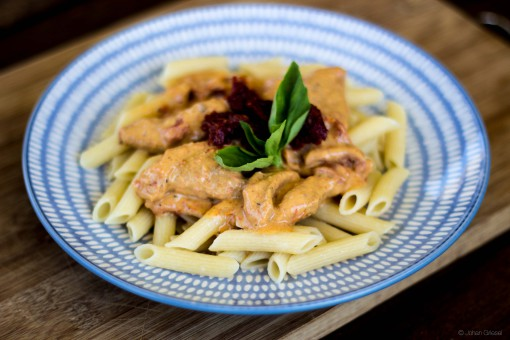 Honey-mustard chicken penne with sundried tomatoes