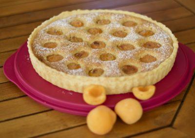 Apricot, almond and white chocolate frangipane